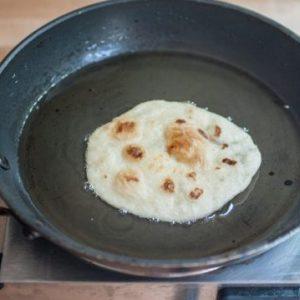 سرخ-کردن-نان-ترتیلا-540x35