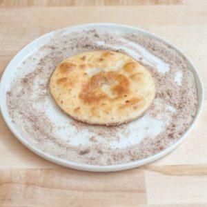غلتاندن-نان-سرخ-شده-در-شکر-و-دارچین-540x3