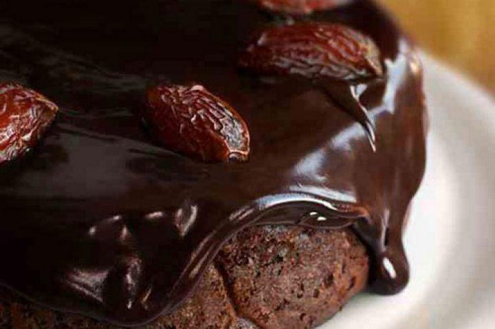کیک خرما با شکلات