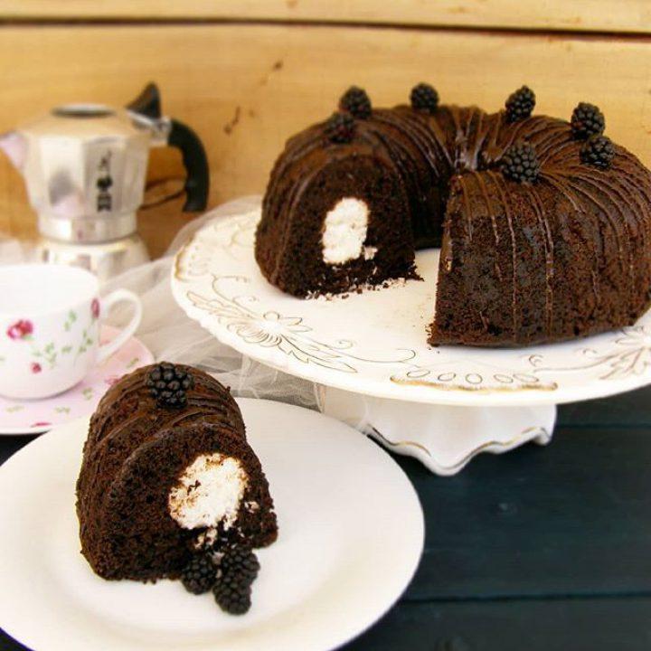 کیک سورپرایز نارگیلی