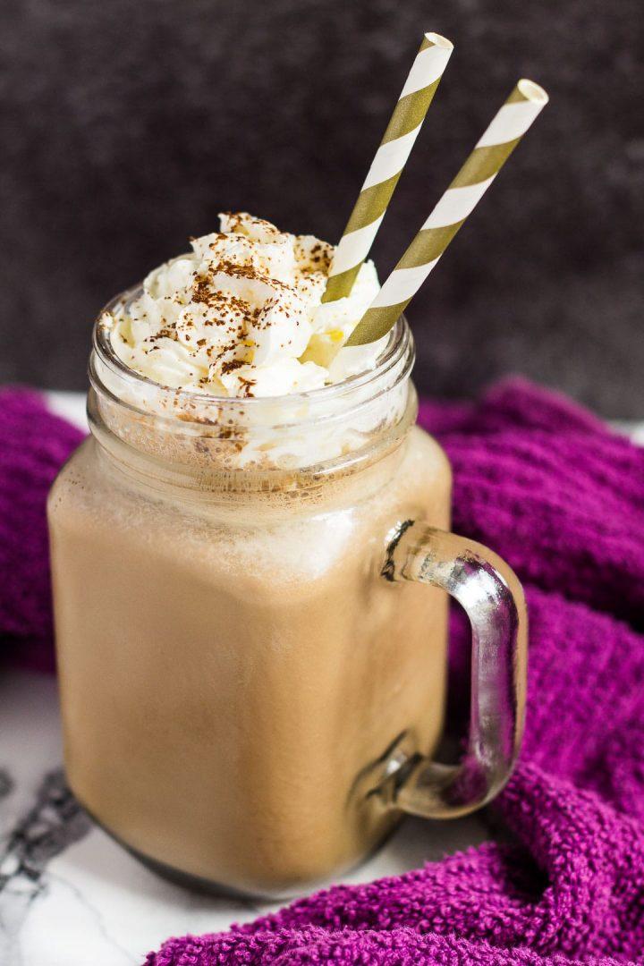 شیک وانیلی با بیسکوییت قهوه